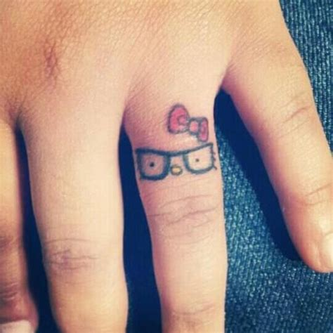 finger tattoo ink spreading 1000 images about knuckle tattoos on pinterest fonts