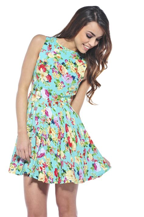 style staple the floral dress flowery summer dresses in fashion forecasting 2016
