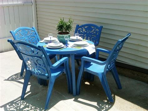 Resin Patio Tables And Chairs by Plastic Patio Furniture Pros And Cons