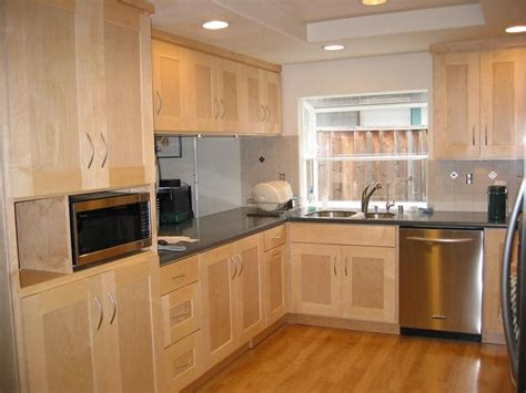 Kitchens With Light Maple Cabinets Light Maple Kitchen Cabinets Image Only Niviya S Light Maple Shaker Cabinets Chambers