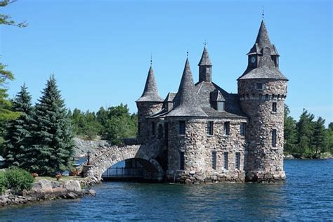 small houses that look like castles this is the play house of boldt castle i love this small