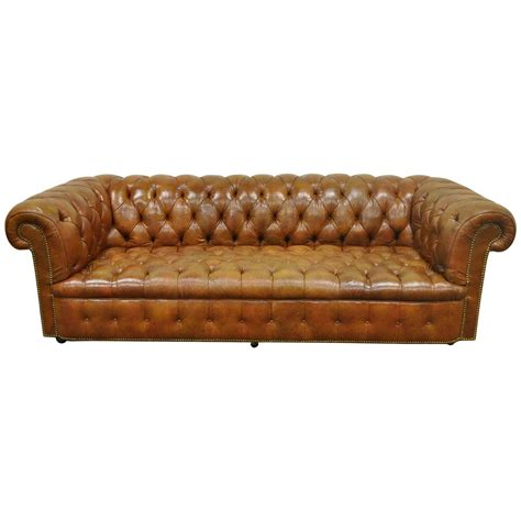 Henredon Rolled Arm English Style Button Tufted Brown Brown Leather Chesterfield Sofa