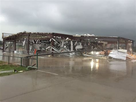 Jeep Dealership Tx Dodge Dealership In Gets Wiped Out By Tornado
