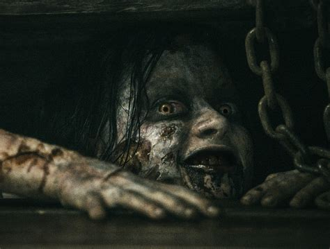 film evil dead the movie the girl who loves horror movie review evil dead 2013