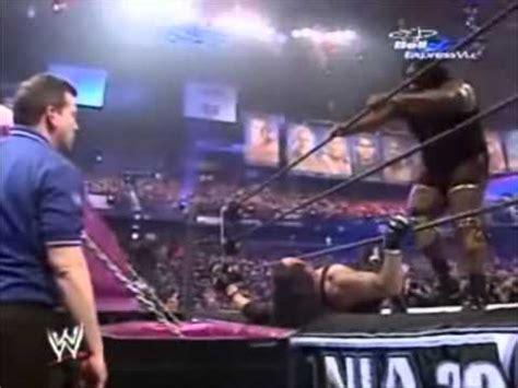 bobby lashley bench press wwe wrestlemania 22 mark henry vs undertaker casket match