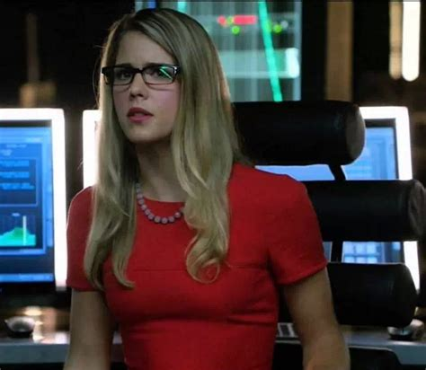 felicity smoak actress felicity in her awesome red dress emily bett rickards