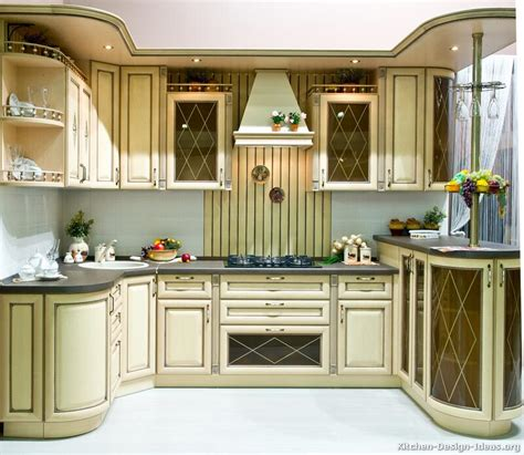 pictures of antiqued kitchen cabinets italian kitchen design traditional style cabinets decor