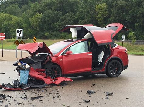 Tesla Airbags Tesla Model X Saves Family And Pet After Being Struck At