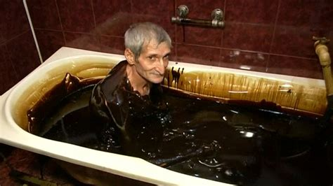 bathtub video azerbaijan luxury spa lets its customers take a bath in crude oil video