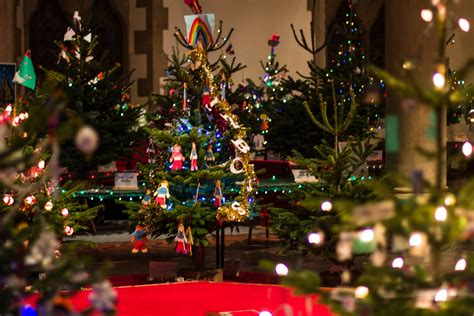 live it love it make it christmas tree festival