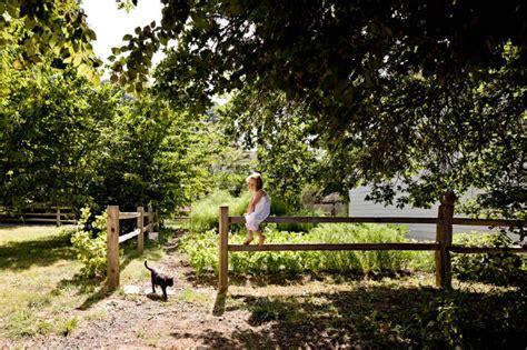 Căsuța Ecologică Cu Acoperiș Din Verdeață Frumoasă și Helgerson Tiny House