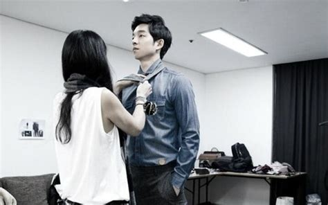 Gong Yoo Film Ve Dizileri | gong yoo is a gentleman even while getting dressed soompi
