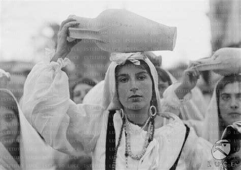 popolare siciliano catania sicilia catania ritratto di giovane donna in costume