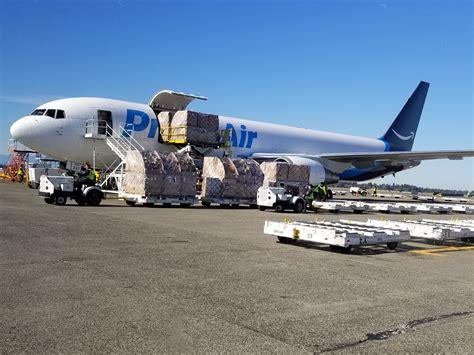 three feared dead in air 767f crash near houston air cargo world