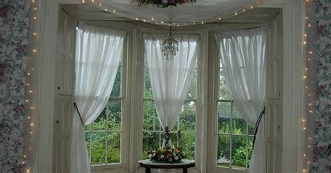 Kitchen Curtains For Bay Windows Inspiration Bay Window Curtain Configuration Dining Room Inspiration Pinterest Bay Window Curtains