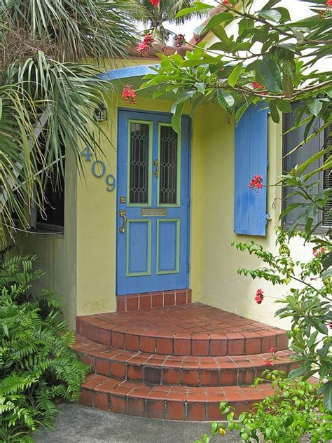 yellow house with blue door 1000 images about yellow house blue door on pinterest