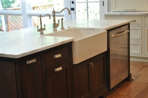 farmhouse sink dishwasher in island kitchen