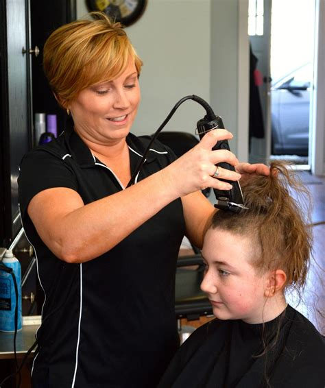 6 year old boy gets haircut jarrettsville maryland colonel middle student shaves head to support boy with
