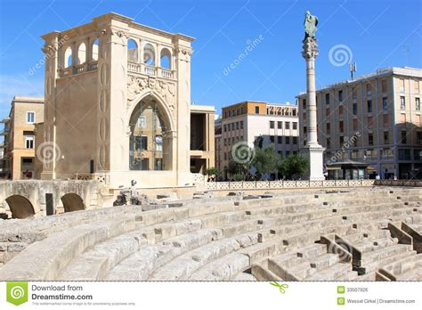 lecce italien piazza sant oronzo downtown in lecce italy editorial