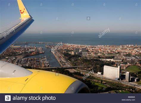 flight porto tuifly flight to porto boeing 737 700 approaching porto