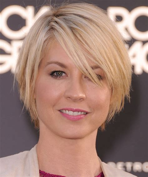 does jenna elfmans hair look better long or short jenna elfman short straight casual bob hairstyle with side