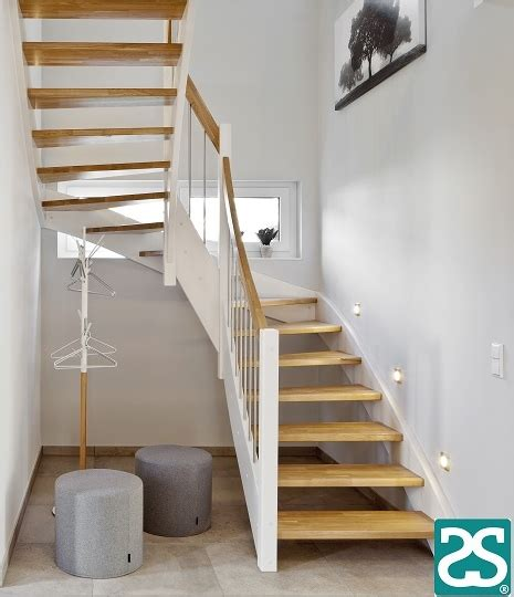 Holztreppe Grau Lackieren by Holztreppe Oslo Die Treppe Die 252 Berall Pa 223 T