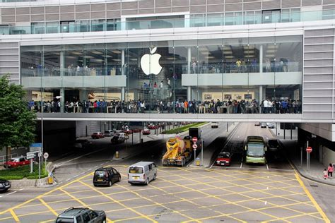 apple hongkong woah check out the massive crowds for apple s first hong