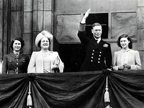 Film Queen Elizabeth Ve Day | queen elizabeth and princess margret on ve day 1945