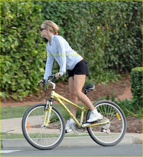 Owen Wilson Bikes To Clubs by Kate Owen S Bike Ride Date Photo 2417079 Kate Hudson
