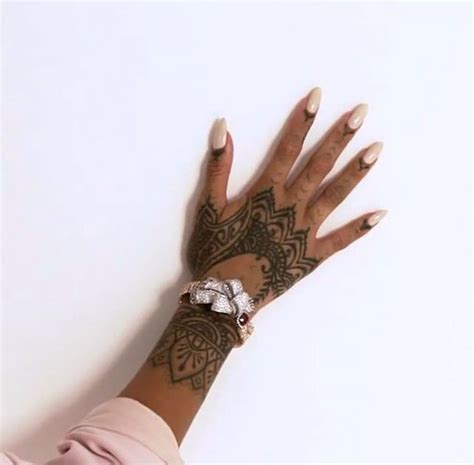 rihanna tattoo hand best 20 rihanna ideas on henna