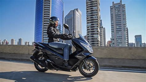 Pcx 2018 Azul Escuro by Honda Pcx 150 Ganha Duas Cores Na Linha 2018