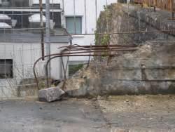 bauunternehmen nürnberg alte betonmauer mit eisenkorb bauunternehmen