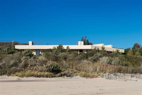 montauk beach house this montauk beach house reminiscent of the salk institute blends naturally with the