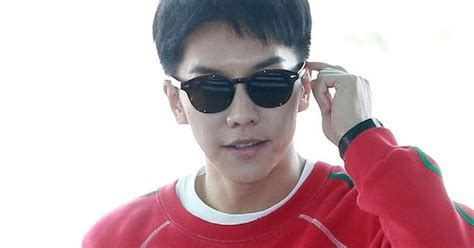 lee seung gi netizenbuzz lee seung gi keeps his airport casual and comfy netizen buzz