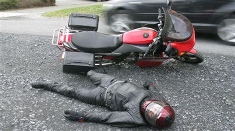 Motorradunfälle by Bewusstloser Motorradfahrer Richtige Helmabnahme Erlernen