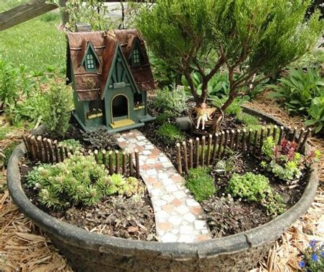 miniature gardening com cottages c 2 fairy gardens did that just happen blog