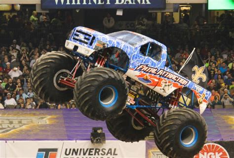 what time does the monster truck show hammer time prime time at monster truck show texarkana