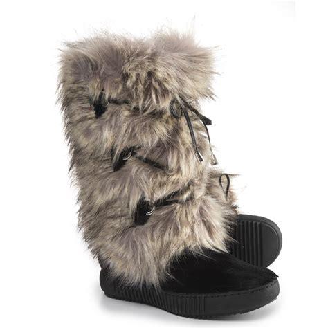 womens faux fur boots faux fur boots for 28 images brown faux suede knee