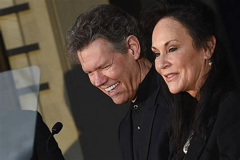 randy travis health 2016 randy travis wife offers update on his recovery