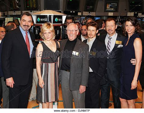blue bloods cast members amy carlson stock photos amy carlson stock images alamy