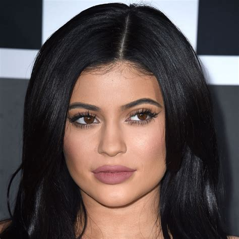 Finger Waves Black Hairstyles Kendall Jenner by Jenner S Makeup Artist Ariel Tejada Shows You How To