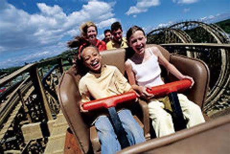 theme park newspaper articles 10 theme parks in or near new york city ny daily news