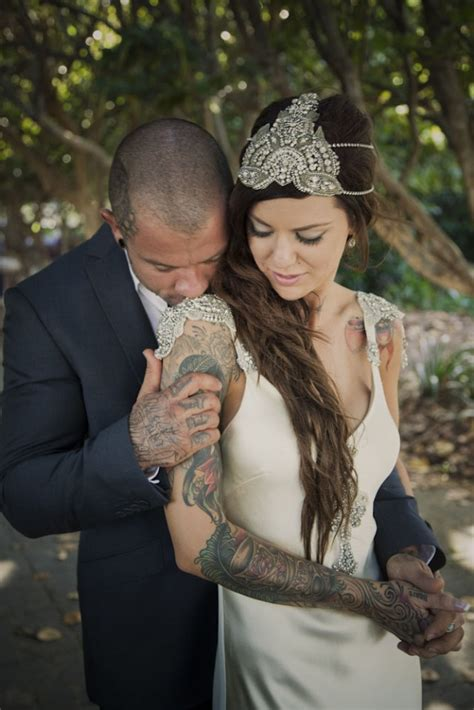 tattooed bride intimate and glamorous vintage wedding in cairns 183 rock n