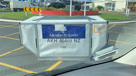 air  zealand cargo container  roundabout stuffconz