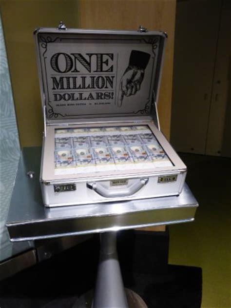 1 million dollar one million dollars in one hundred dollar bills picture