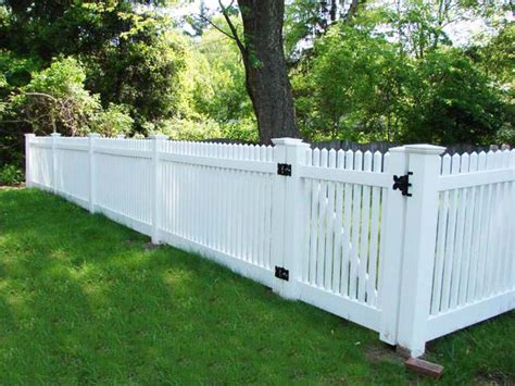 white backyard fence different types of yard fences backyard fence 2 600x450