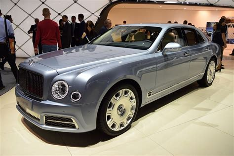 new bentley mulsanne 2017 bentley mulsanne shows its new face in geneva carscoops