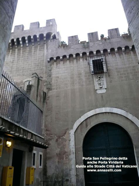 porta sant roma pin citt 224 vaticano dalla porta sant in via di