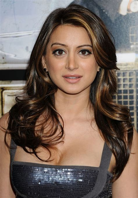 feathered haircuts for round faces noureen dewulf feathered flip hairstyle with highlights