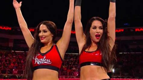nikki bella on raw bella twins make wwe raw in ring return sescoops